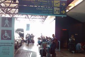 Aguardando ônibus no 2° piso do Aeroporto Salgado Filho - POA